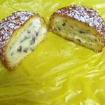 バター ポップコーン - レモンクリームパフの断面