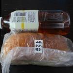 金澤こっぺ - 大きさがわかるように山本さんがペットボトルを置いてくれました