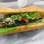 Camelback sandwich&espresso - 4種のきのこと自家製ベーコン、ドライトマト、クミンとタイムの香りのサンド(シングル)1