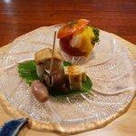いち - フルーツトマト中に帆立、甘エビブロッコリー、黄味ソースかけ  鱧の棒鮨、黒梅かいの酒煮、鱧子の真丈焼き、みょうが甘酢漬
