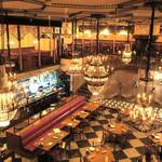 カフェ ラ・ボエム - 左下にオープン・キッチン