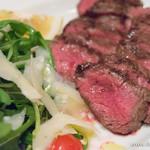 イゾラ ブル - 国産牛肉のタリアータ ルッコラ添え 15年熟成バルサミコソース【2016年3月】