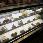 お菓子なcoto - 料理写真:ショーケースの様子。