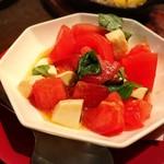 52733407 - トマトとモッツァレラのカプレーゼ