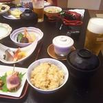 炊き込みご飯、茶碗蒸し、あさり入りのお汁、生ビール(2016.06.25)