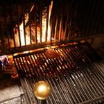 レストラン・パッション - 暖炉でステーキを焼く