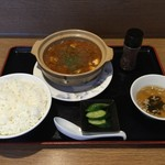52742704 - 土鍋麻婆豆腐定食800円、激辛プラス100円です。