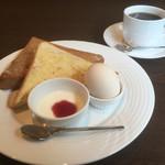 Cafe CORTILE - 料理写真:ブレンドコーヒー400円とトーストのモーニング