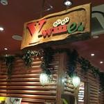 レストラン ワイワイ - ビルの2階にログハウス的なレストランあり