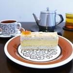 ル グリニョタージュ - 料理写真:オレンジのダックワーズ