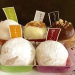 52748641 - ゴールドキウイ、白チョコナッツいちご、チョコナッツいちご、パイナップル、焼りんご餅
