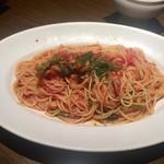 アチェーゾ - ベーコンとほうれん草のトマトソーススパゲッティ大盛り