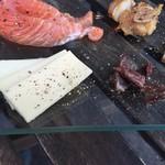 Awa新町川ブリュワリー - チーズとほたるいかです。