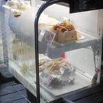 Cafe Winds - テイクアウト用ケーキのショーケース