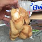 世界で2番めにおいしい焼きたてメロンパンアイス × L.A.プレッツェル -