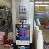 スリーエフ - ドリンク写真:マシンは3×2=6ボタン。 赤○印2つがラージサイズ税込み150円。