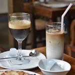 ピッツエリア ダ ツルバラ - カフェシェケラートとアイスカフェラッテ♪