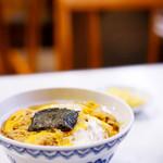 クロネコ - 昭和を思い出す玉子丼です。