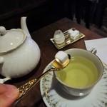 エセルの中庭 - 2016.04  緑茶系に砂糖とミルク