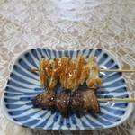 ハマケイ - ヤゲン軟骨串と豚カシラ塩串