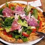 52770211 - マルゲリータに生ハムとサラダの乗ったピッツァ(名前忘れた)