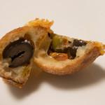 Boulangerie Sudo - オリーブとチーズのプチパン断面