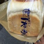 一本堂 本八幡駅前店 - 焼き立てチーズ食パン(^∇^)
