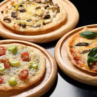 ■イタリアンバルひと口ピザやアヒージョ、お手製カタラーナ好評