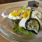 cafe ナナクリ - 【2016.06】本日のサラダ(海藻サラダ・夏野菜グリル添え)