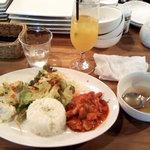 ペリカン - 本日のプレートランチ 鶏肉のトマト煮込み