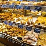 サンポッポ - 店内は出来たてのパンだらけ
