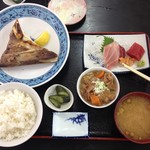 52780647 - まぐろのどの塩焼き定食(E定食)1300円