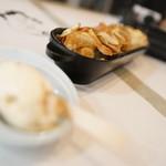 W27 - 燻しポテチ、鮭とばクリームチーズ