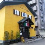 52784419 - 外観。黄色の可愛らしい建物。