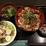 Mahoroba - 焼肉丼980円