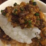 鴻福門 - 汁なし担々麺のあまりミンチ乗せライス
