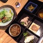 52787129 - H.28.6.27.昼 前菜盛り合わせ・サラダ(比内地鶏炭焼き丼 1,350円税込)