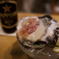 SAKE BAR オトナリ - 生牡蠣に生ハムを乗せて…!