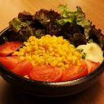 牛匠 炭火 - トマトとコーンのサラダ