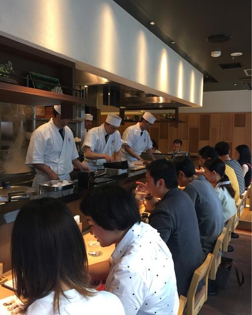 蕎麦きり みよた - 職人さんがカウンター内に居てお寿司屋さんみたいな感じです