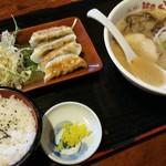 山小屋 - 餃子セット