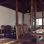 モワ カフェ - 二階席
