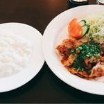 洋食屋クメキッチン - 本日のランチは生姜焼きと海老カツ