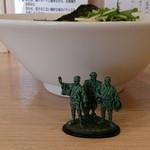 めん処羽鳥 - 味噌ラーメン780円(クーポンで玉子追加)側面