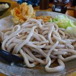 52805991 - 吉田のうどん特盛り+かき揚げ(麺量700g、800円)
