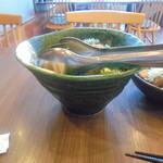 52806219 - 「魚介と海ぶどうのサラダ」(842円)