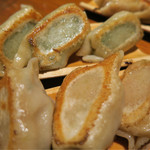 餃子日和わらん - 料理写真:餃子3種