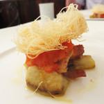 ラ・シャンブル幟町茶寮 - 温前菜。                             鯵のコンフィとカダイフ。
