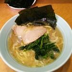 寿三家 - ラーメン650円。麺硬め。