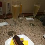 パスカルカフェ 日本橋高島屋店 - エクレアとシャンパンのセット